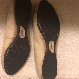 Tan leather size 8M, Born ballet flats